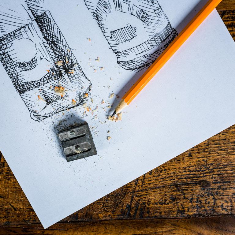 Bleistift und Anspitzer: Die Idea Distillers unterstützen Sie im Produktdesign.