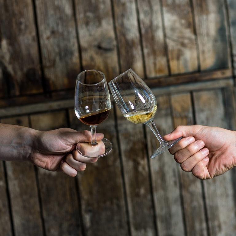 Anstoßen mit Whisky: Mitarbeiter schulen, Kunden begeistern mit den Idea Distillers.